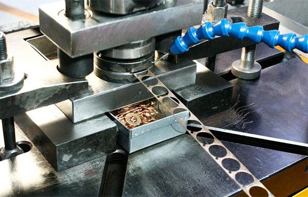 Холодная штамповка: методы листовой или объемной штамповки изделий из  металла, изготовление штампов для нее и справочник об этом